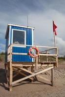 lifeguard stand with red flag