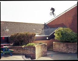 caída extrema del techo de bmx foto