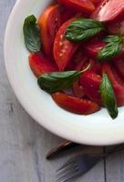 ensalada de tomates frescos foto