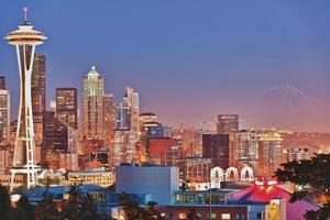 panorama de Seattle al atardecer foto