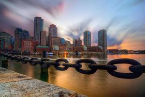 puesta de sol sobre boston foto