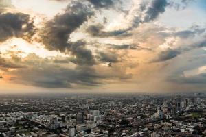 puesta de sol de bangkok foto