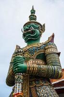 Estatua gigante en Wat Arun, Tailandia foto