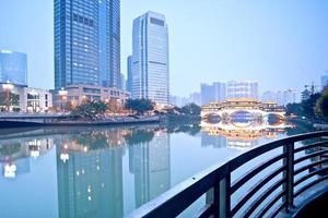 chengdu, china hejiangting, quioscos puentes noche foto