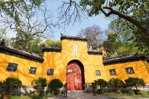 Entrada principal del templo Jiming, Nanjing, provincia de Jiangsu, China.