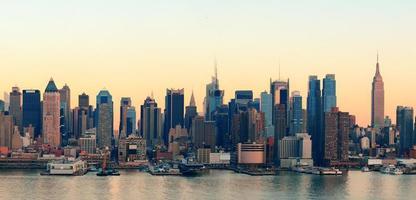 puesta de sol de la ciudad de nueva york foto