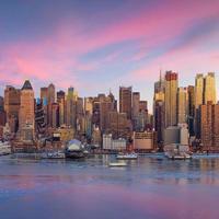 ciudad de nueva york con rascacielos