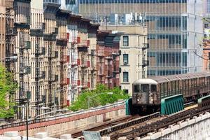 NYC Uptown verhoogde trein