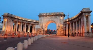 Manhattan Bridge Arch photo