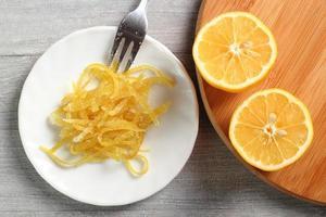 raspas de limão cristalizadas