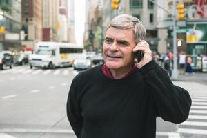 personne âgée, conversation téléphone mobile, dans, new york