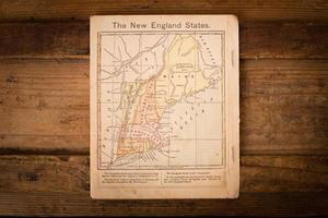 1867, mapa de colores de los estados de Nueva Inglaterra, sobre fondo de madera