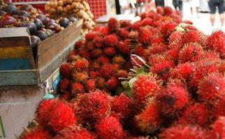 comida - fruta - rambután foto