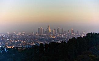 pôr do sol em los angeles, visto do parque griffith