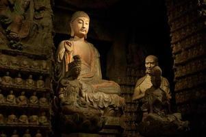 Buda milenario de las grutas de zhongshan foto