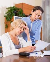 chateado pensionistas com documentos