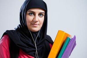 étudiant du Moyen-Orient détenant des documents