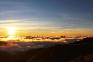 pôr do sol dourado