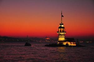 torre de la doncella en puesta de sol