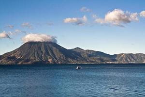 lago attilan en panajachel, guatemala