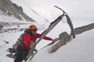 Escalando una montaña foto