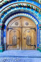 Moscú, Rusia. puerta en el antiguo estilo ruso