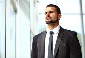 guapo, sonriente, confiado, hombre de negocios, retrato foto