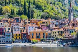 Ciudad de Varenna en el lago de Como en Milán, Italia