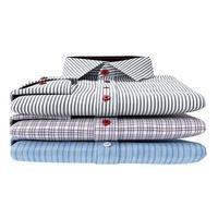 pilha de camisas masculinas clássicas, vista frontal