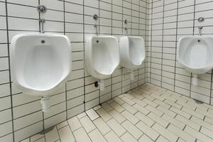 baño público para hombres foto
