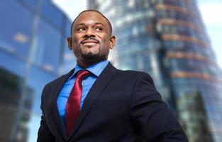 empresario africano sonriente foto