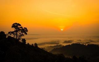 puesta de sol en lembing