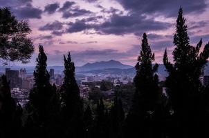 puesta de sol sobre beitou foto