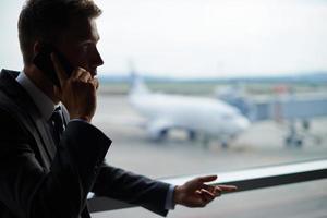 llamando en el aeropuerto
