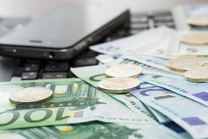 dispositivos electrónicos y dinero