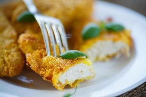 pollo frito rebozado foto