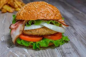 hamburguesa grande de comida rápida foto