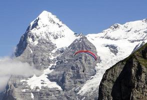 Parapente junto al Eiger photo
