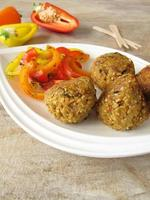 Falafel balls with bell pepper