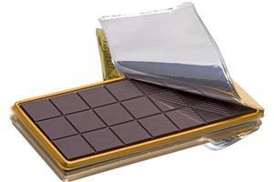 barra de chocolate en embalaje foto