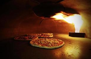 Crispy pizzas in the oven with the fire