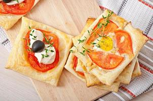 Mini puffs with tomatoes, cheese and egg