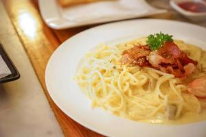 Spaghetti Carbonara Recipe. photo