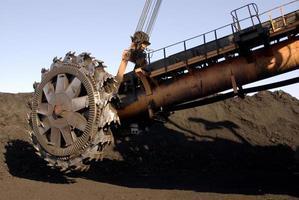 girando parte do rotor escavador em uma mina de carvão