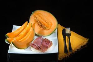 Prosciutto crudo e melone photo