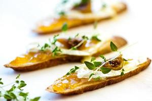 crostini with chutney and brie