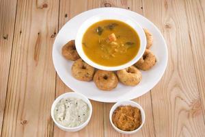 vada con salsa, plato indio