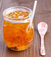 geléia de laranja em frasco de vidro