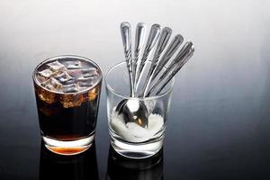 concepto de bebidas gaseosas gaseosas con contenido de azúcar poco saludable