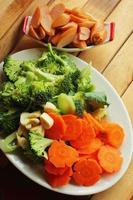 verduras frescas - brócoli brócoli - zanahorias. foto